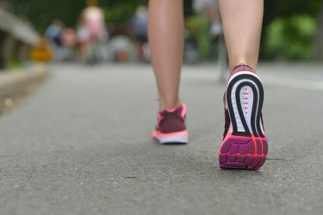ジョギングする人の写真