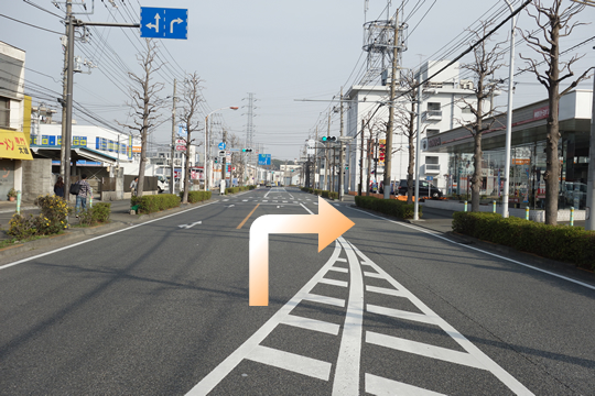 尻手黒川線道路の「南加瀬」交差点の、次の信号「電報局南側」を右折